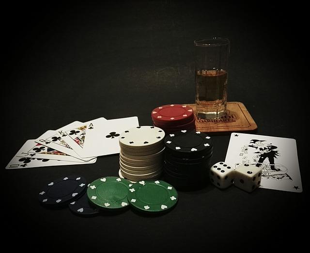 Poker und Getränke
